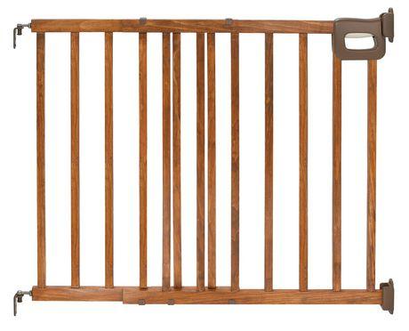 barri re d 39 escalier en bois de luxe stylish secure de summer infant. Black Bedroom Furniture Sets. Home Design Ideas