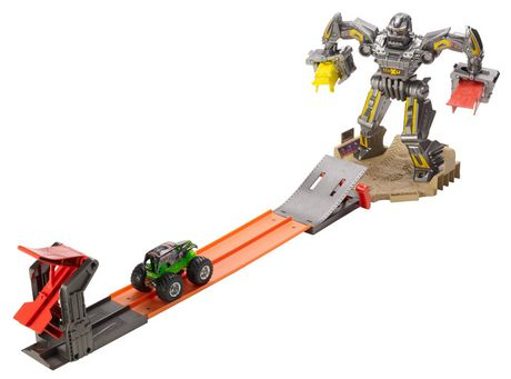 hot wheels monster jam maximum destruction battle track set 6 cars. Black Bedroom Furniture Sets. Home Design Ideas