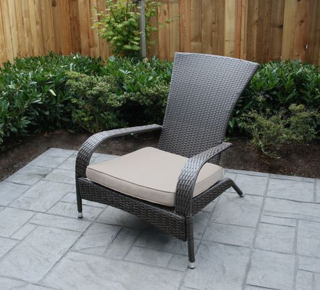 Patio flare wicker muskoka patio chair brown with beige for Chaise de patio