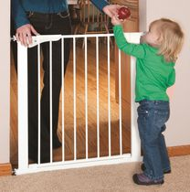 "KidCo 32"" Gateway Pressure Mount Safety Gate White"