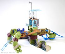 "Teenage Mutant Ninja Turtles  - Mutations 24"" Leonardo Turtles Lair Playset"