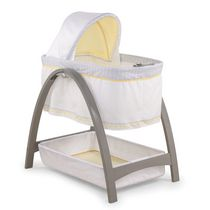 Summer Infant Bentwood Bassinet with Motion - Grey Chevron Leaf