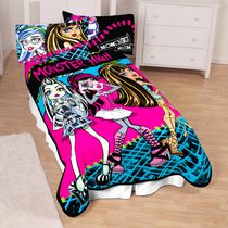 "Monster High ""Ughh-Mazing Ghouls"" Blanket"