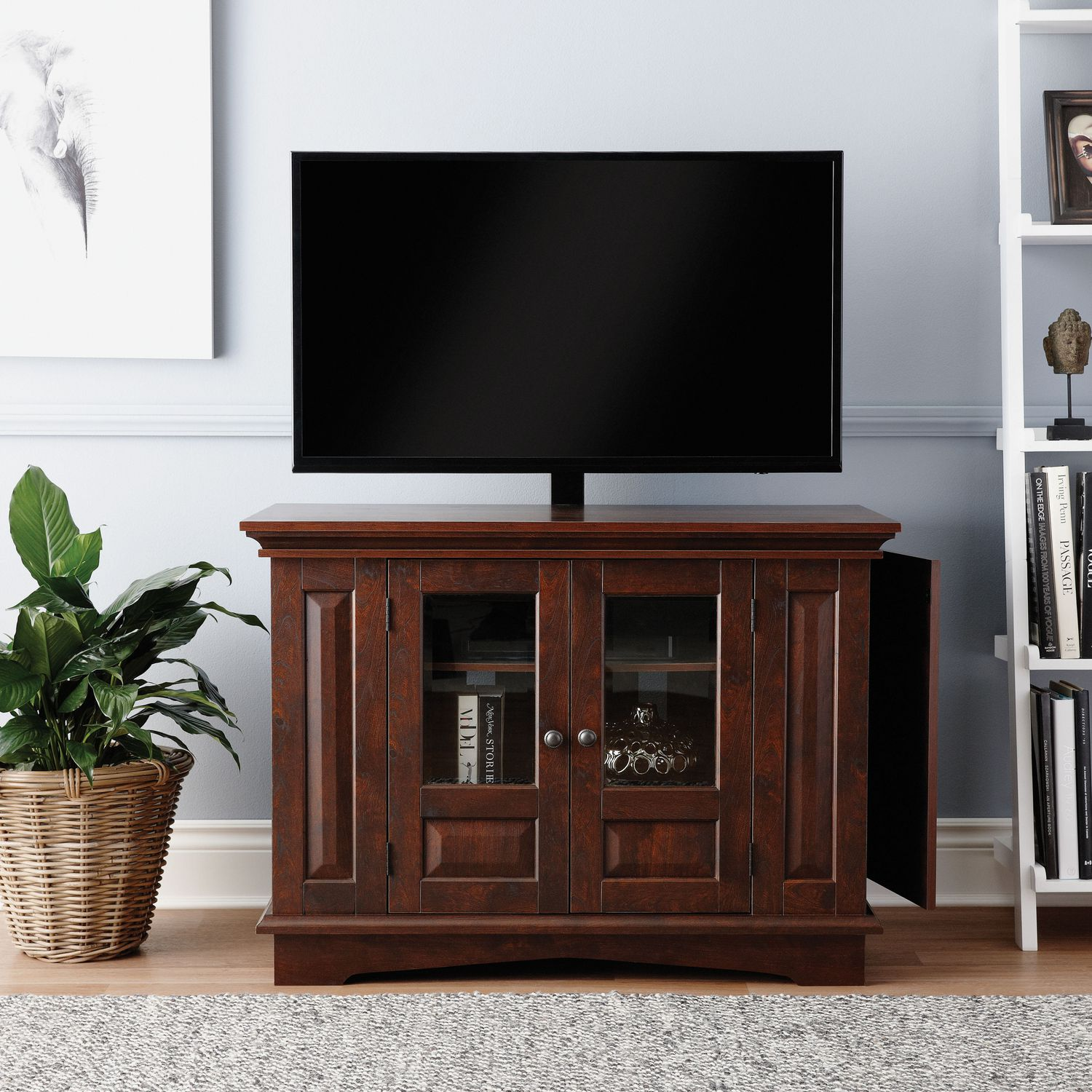 Willow mountain tv stand with mount with meuble tv lack for Ikea meuble angle mural