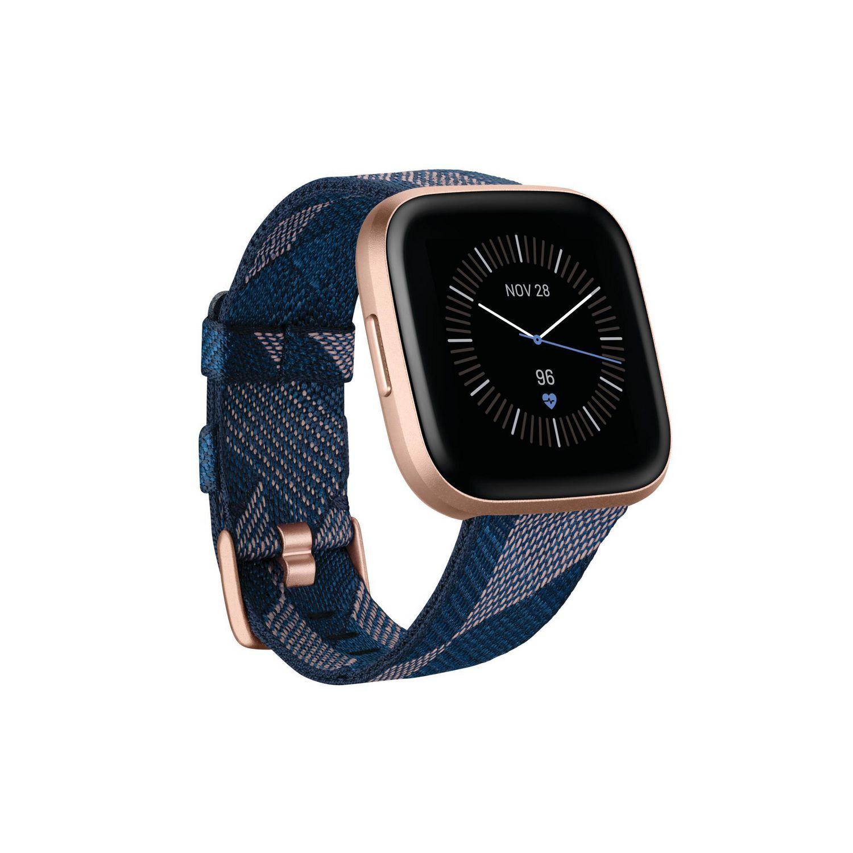 Fitbit Versa 2 Special Edition en bleu marine et rose tissé avec de l'aluminium cuivre rose et un affichage facial analogique - meilleur Fitbit pour les coureurs