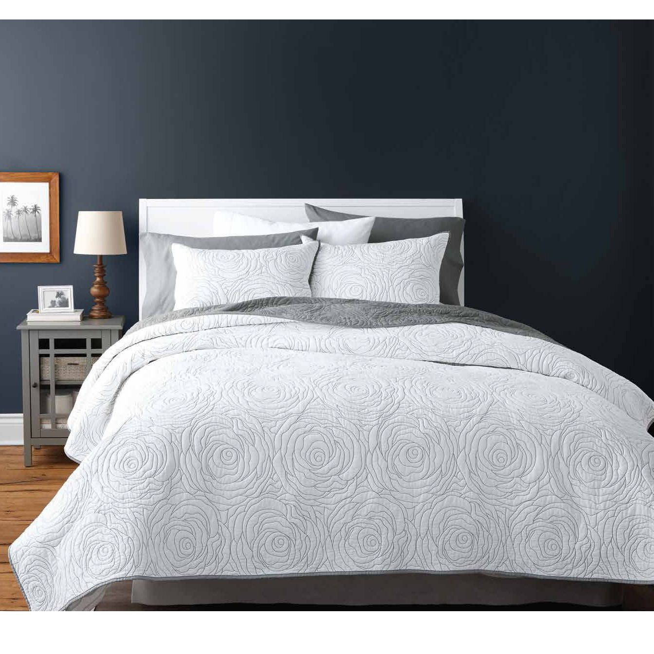 hometrends Rose White Quilt Set | Walmart Canada