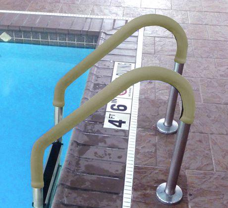 Manchon antidérapant de 10 pi (3,05 mètres) pour rampe de piscine en brun de Blue Wave - image 2 de 4