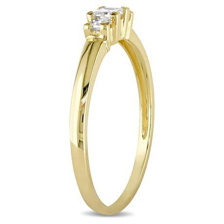 Bague de fiançailles à trois pierres Miabella avec diamants de coupe princesse 1/4 CT poids total en or jaune 10K - image 2 de 5