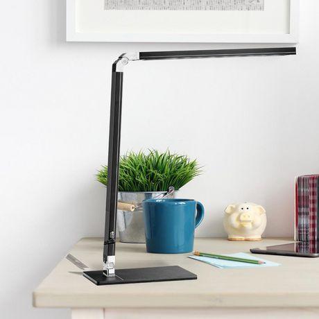 Lampe de bureau Cresswell noire à DEL avec bras réglable et prise de chargement USB - image 6 de 6
