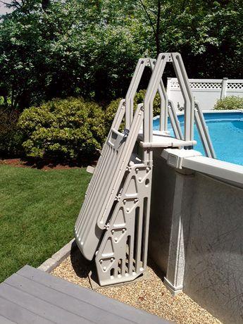 Vinyl works escalier et marches neptune en forme de a pour for Balayeuse de piscine hors terre