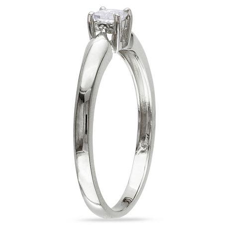 Bague de fiançailles Miabella avec 0.20 carat de diamant solitaire de coupe princesse en or jaune 10k - image 2 de 3