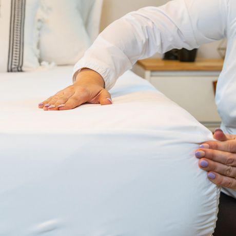 Protège-matelas anti-allergies et anti-punaises de lit AllerEase, à fermeture éclair, imperméable - image 4 de 6