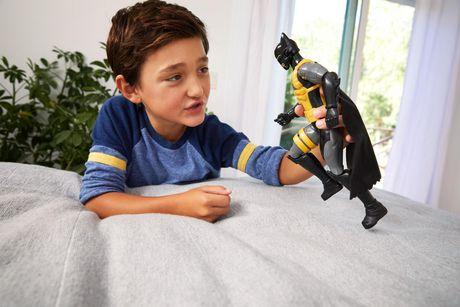 Batman Missions – Mouvements réels – Figurine Batman Combinaison Antitoxine - image 5 de 5