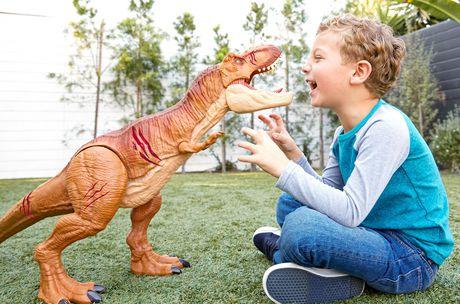 Jurassic World Battle Damage Roarin' Super Colossal Tyrannosaurus Rex Figure - image 2 of 9