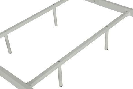 Jenny Lind Metal Bed - image 9 of 9