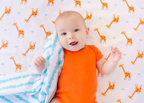 petite couverture en flanelle pour nouveau n de zoocchini fille girafe aigue marine. Black Bedroom Furniture Sets. Home Design Ideas