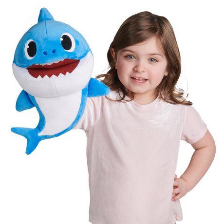 Pinkfong Baby Shark - Marionnettes musicales à vitesse contrôlée - Daddy Shark - Peluche préscolaire interactive - par WowWee - image 3 de 5