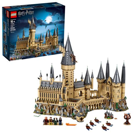 Boxed set from LEGO containing 6,020 pieces that can be assembled into the Hogwarts castle from the Harry Potter series
