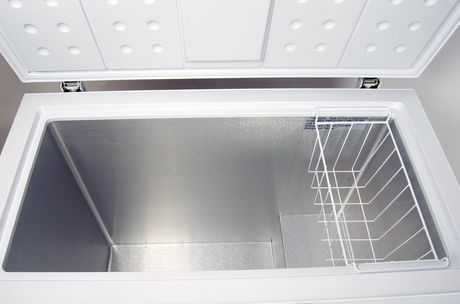 Koolatron KTCF195 6.9 Cubic Foot (195 Liters) Large Chest Freezer with Adjustable Thermostat - image 4 of 4