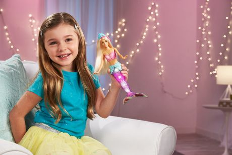 Barbie – Dreamtopia – Poupée Sirène Lumières Étincelantes, cheveux blonds - image 3 de 9