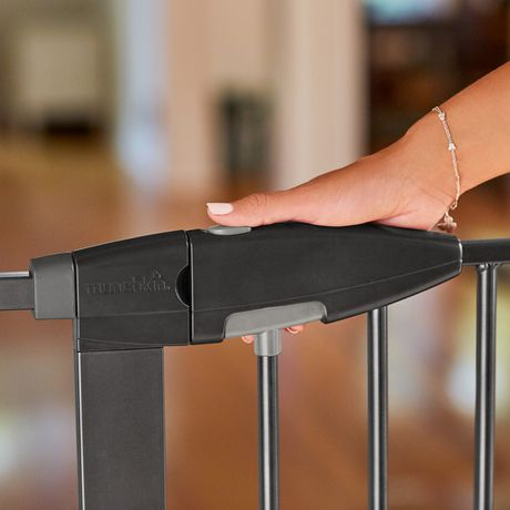 Munchkin Easy Close Metal Safety Gate Extra Tall Amp Wide