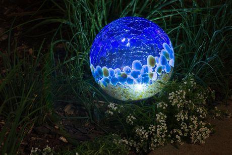 Boule solaire Hometrends en verre soufflé, 5po, bleu foncé - image 2 de 2
