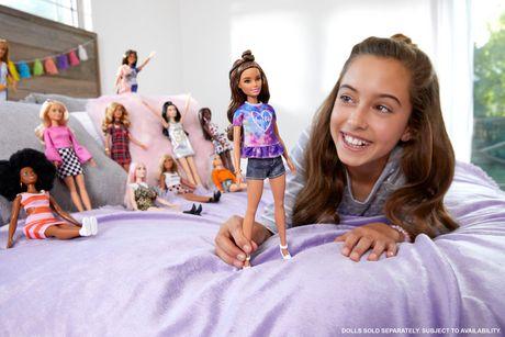 Poupée  Barbie Fashionista Tie Dye de rêves - image 2 de 8