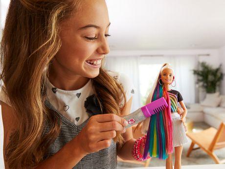 Barbie chevelure scintillante arc-en-ciel - image 2 de 9