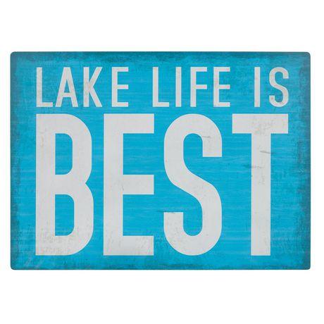 Panneau métallique sentiment Canadiana à imprimé « Lake Life Is Best » - image 1 de 4