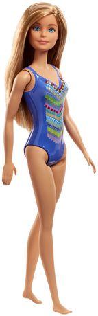 Barbie – Poupée Plage – Motif tricoté - image 4 de 5