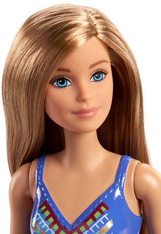 Barbie – Poupée Plage – Motif tricoté - image 2 de 5