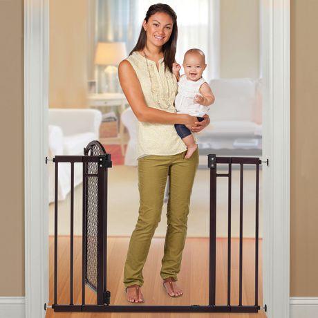 Summer Infant Modern Home Decorative Walk Thru Baby Safety