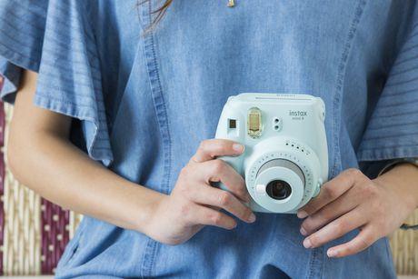 Appareil photo Instax Mini 9 de Fujifilm avec dragonne de luxe - image 6 de 9