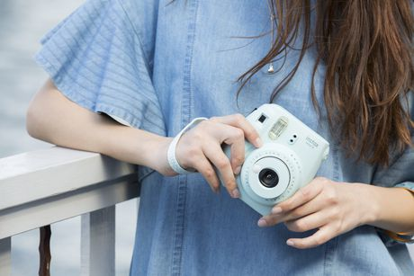 Appareil photo Instax Mini 9 de Fujifilm avec dragonne de luxe - image 7 de 9