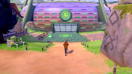 Pokemon Shield (Nintendo Switch) - image 3 of 9
