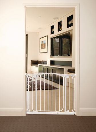 The Dreambaby 174 Chelsea Auto Close Security Gate White