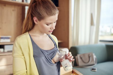 PHILIPS Avent Manual Breast Pump - image 3 of 3