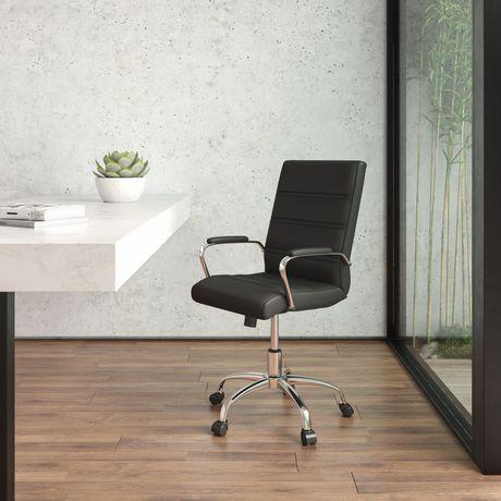 Chaise exécutive pivotante en cuir noir à dossier mi-hauteur avec base chromée et appui-bras - image 2 de 6