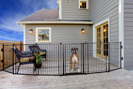 Carlson Pet Products Weatherproof Outdoor Super Pet Gate