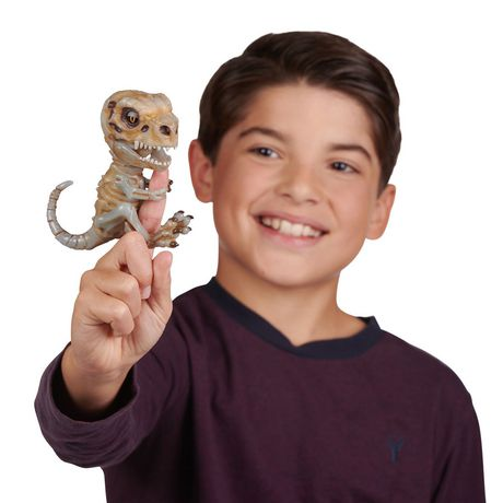 Fingerlings Untamed – Bonehead Skeleton Dino – Doom (Brown) – By WowWee - image 5 of 5