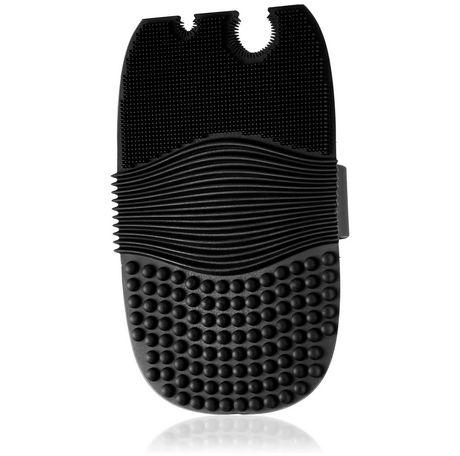 e.l.f. Cosmetics e.l.f. Makeup Brush Cleaning Glove - image 1 of 1
