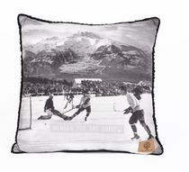 Canadiana Hunger for the Game Decorative Cushion