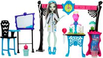 Monster High Skulltimate Science Class Playset with Doll