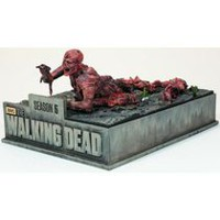 The Walking Dead: The Complete Fifth Season (Limited Edition Asphalt Walker) (Blu-ray + Digital HD)