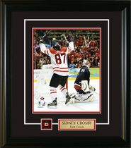 Frameworth Sports Sidney Crosby Pin & Plate Team Canada 2010 Arms Raised Frame - 8x10 inch