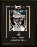 Frameworth Sports Morceau de filet de la Coupe Stanley des Penguins en 2009 Sidney Crosby, 8 x 10