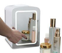 Réfrigérateur avec miroir à éclairage DEL de Koolatron pour cosmétiques, boissons, aliments ou médicaments (4 litres/4,2 pintes)