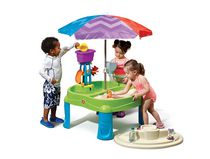 Table de jeu avec parasol Splash & Scoop Bay de Step2