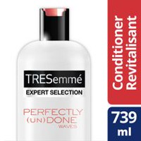 TRESemmé® Perfectly (un) Done Weightless Moisturizing Sea Kelp Extract Conditioner